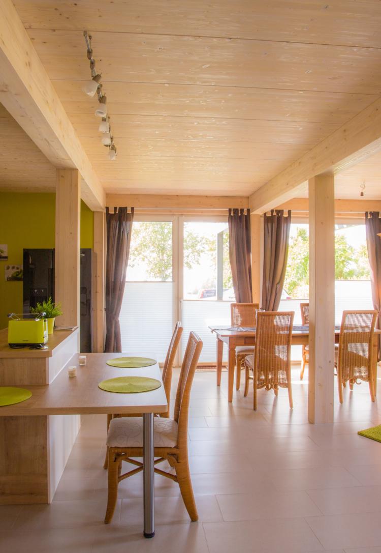 Exemple de l'intérieur d'une maison bois en HBE par l'Agence Boinet